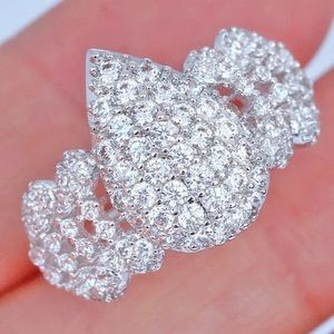 2.6Ct White Gold Diamond Charming Cluster Ring